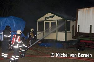 Foto Meerdere standhuisjes in vlammen op aan de Zeestraat in Beverwijk