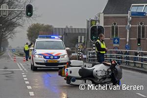 Foto Motoragenten onderuit op Schipholweg / Hoofdvaart Lijnden