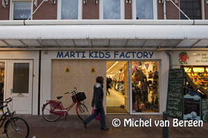 Foto Ramkraak Marti Kids Factory in winkelstraat Cronjé in Haarlem