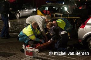 Foto Maaltijdenbezorger gaat onderuit Roerdompstraat / Meeuwenstraat Haarlem