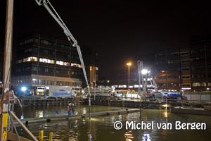 Foto Non-stop beton storten op het stationsplein Haarlem NS