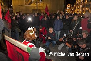 Foto Krakers in actie op de Dam tegen kraakverbod, na protestmars ongeregeldheden