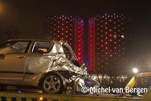 Foto Auto kapot gereden door trein bij Halfweg (Wethouder van Essenweg)