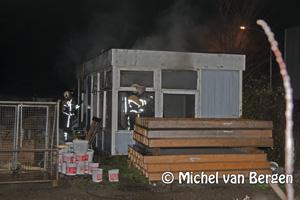 Foto Uitslaande brand in bouwkeet Ir Lelyweg