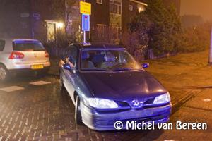Foto Auto op zijn kant bij ongeval Belgiëlaan, bestuurster komt met schrik vrij