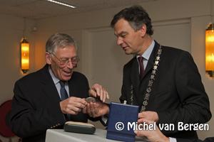 Foto Penning van verdienste voor Piet van der Ham