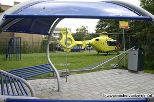 Foto's landing traumahelikopter Velserbroek