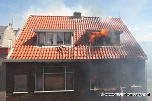 Foto's uitslaande brand Visseringstraat IJmuiden