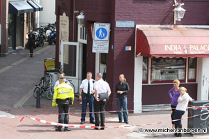 Foto's Man vermoord in woning aan Jacobijnestraat Haarlem