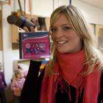 Kinderen zingen samen met Sanne van X6 kinderliedjes