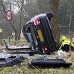 Auto raakt op zijn zijkant na ernstig ongeval op de Zeeweg