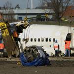 Berging vliegtuigvrak voor de Polderbaan in volle gang