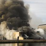 Koopjeshal Zwanenburg volledig uitgebrand