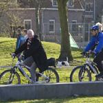 WethouderDivendal op de politiebike door Haarlem Noord