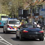 Politieagente rijdt Porsche na kop-staart bosting naar huis