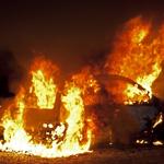 Auto gaat in vlammen op bij het Van der Aart Sportpark