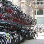 Gemeente Haarlem gaat wild geparkeerde fietsen bij het station v