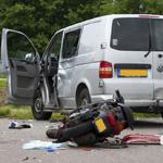 Twee personen van een scooter zwaar gewond na ongeval Kanaalweg