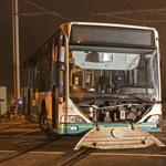 Awakeningsbus en trein botsen tegen elkaar in Halfweg