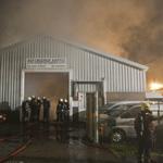 Zeer grote brand bij garagebedrijf Industriekade in Sassenheim