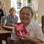 Liselot (8) van de Sint Bavo school in Haarlem wint Ola prijsvra
