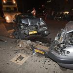 Bestuurder vlucht na ongeval waarbij 5 geparkeerde auto's bescha