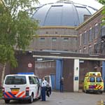 Hulpdiensten rukken uit naar gevangenis voor gevallen persoon for Gevangenis de koepel haarlem