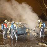 Auto volledig uitgebrand op parkeerplaats aan de Zeestraat in Beverwijk