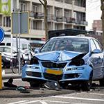 Automobiliste rijdt over paaltje en verkeerslicht op het Marsmanplein
