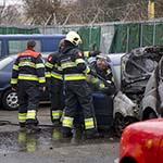 Uitgebrande auto vliegt opnieuw in de brand