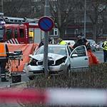Bestuurder rijdt tegen lantaarnpaal in Heemskerk