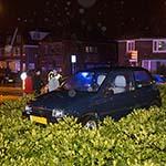 Automobilist eindigt met auto op de rotonde in Santpoort-Noord