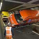 Verkeerschaos door gekantelde aanhanger met busje in Velsertunnel