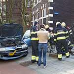 Vrouw rijdt tegen hek aan op de Zijlweg in Haarlem