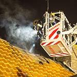 Brand in dak woning aan de Leidsevaart in Bennebroek