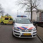 Man valt in het Spaarne in Haarlem