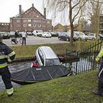 Auto te water bij het Kennemerpark in Overveen