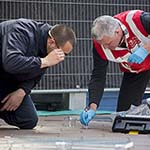 Onderzoek met speurhond in Generaal Cronjestraat na vondst dode vrouw