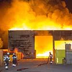 Zeer grote brand in loods aan de Vijfhuizerdijk in Vijfhuizen