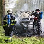 Auto volledig uitgebrand aan de Wethouder van Essenweg in Halfweg