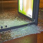 Ruit bushokje vernielt aan de Rijksstraatweg in Haarlem