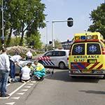 Fietsster gewond na aanrijding met auto bij de Jan Gijzenbrug in Haarlem