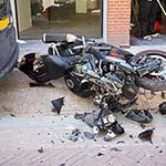 Voetgangster wordt aangereden door motor in de Smedestraat