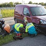 Vrouw gewond na frontale aanrijding met een busje in Halfweg
