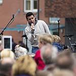 Marsmanplein afgeladen vol bij optreden Jan Smit