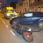 Motorrijder gewond na aanrijding met auto op de Lange Herenvest