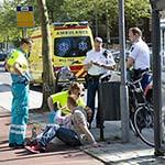 Vrouw gewond na botsing met snorfietser op de Rijksstraatweg in Haarlem