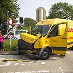 Twee gewonden bij botsing tussen Connexxion bus en DHL bestelbus