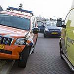 Wagen reddingsbrigade klapt op motor op Boulevard Barnaart in Zandvoort