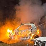 Tweede autobrand Haarlem: Auto volledig uitgebrand op parkeerterrein achter de Stressemanlaan